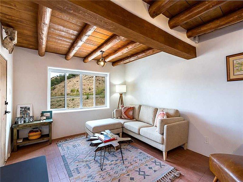 Casa Sarita, 3 Bedrooms, Patio, Ground Floor, Sleeps 8, holiday rental in Espanola