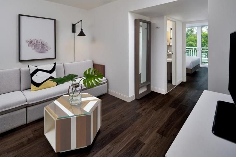 Private Beach Access! Elegant Junior Suite for 4 Guests, 2 Pools, Restaurant, holiday rental in Tavernier