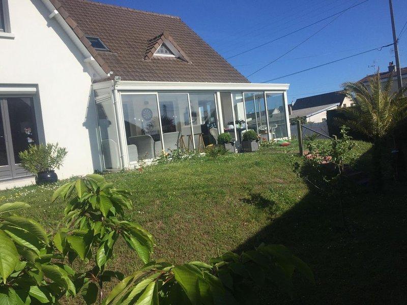 Villa 180 m2 8 couchages 300 m de la plage, 100 m du golf, holiday rental in Bricqueville sur mer