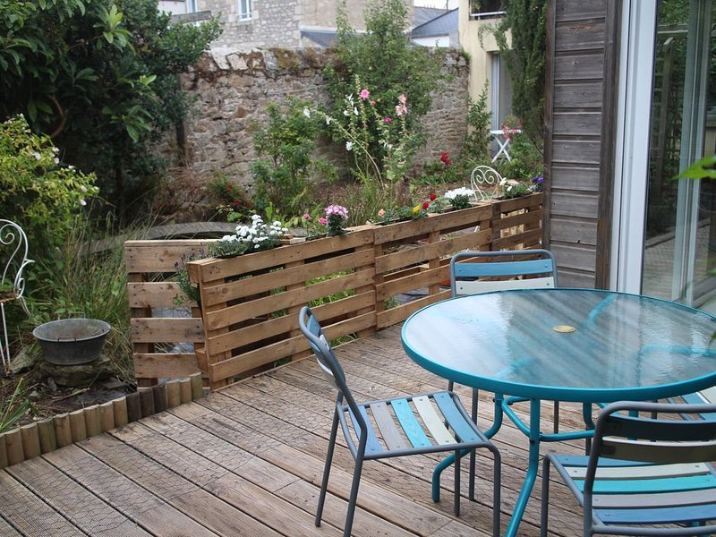 Maison atypique plain pied avec jardin dans Dinan, holiday rental in Brusvily