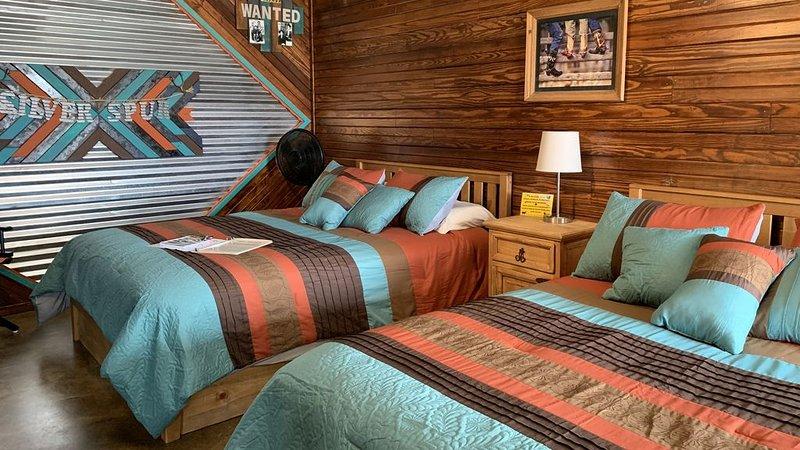 sleeps 4 SILVER SPUR CABIN Explore Wichita Mountains WiFi Netflix Cache Lawton, casa vacanza a Medicine Park