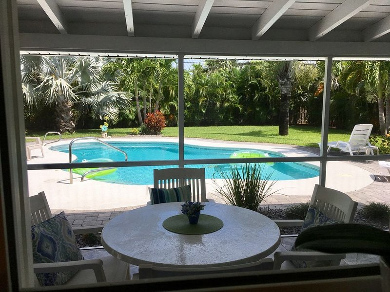 POOL and BEACH!! New LOW rate for fall, casa vacanza a Melbourne Beach