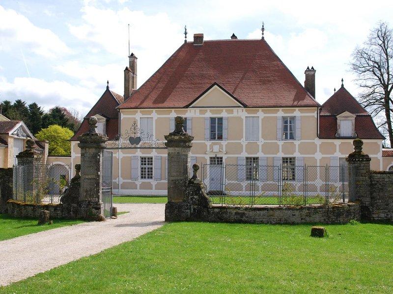 Un magnifique château familial, accueillant et authentique, à la campagne, location de vacances à Recologne