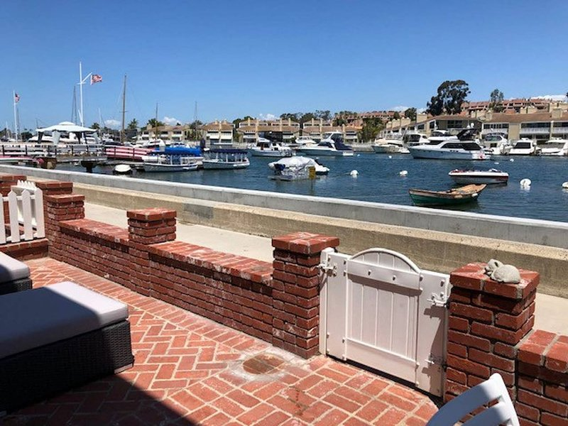 BALBOA ISLAND WATERFRONT .... STEPS TO THE SAND, location de vacances à Balboa Island