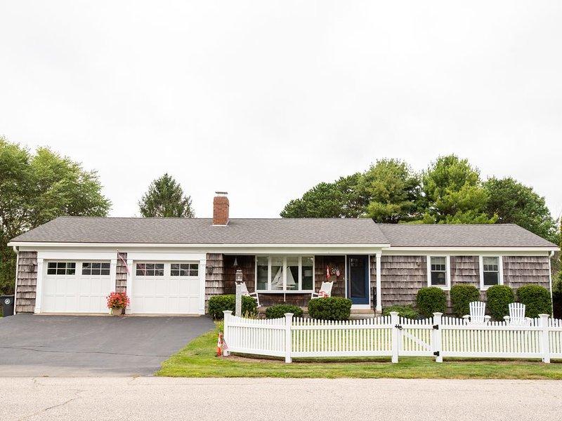 A quintessential Maine beach house 2 blocks from Goochs Beach, holiday rental in Kennebunk