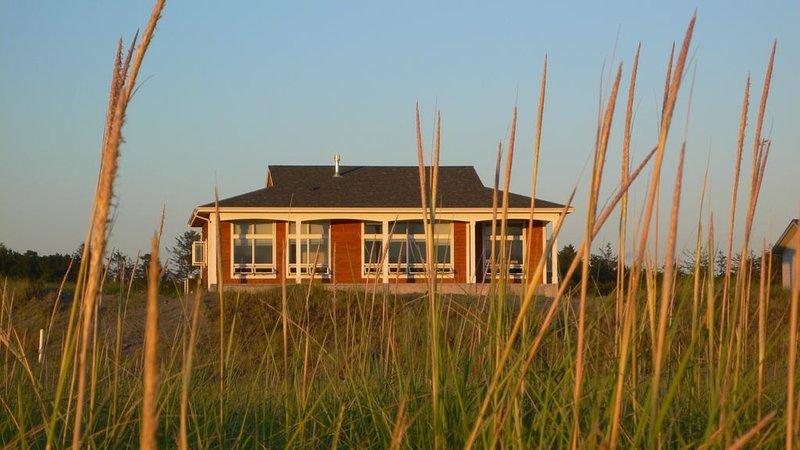 Oceanfront Living At Its Best, Exquisite and Modern, location de vacances à Westport