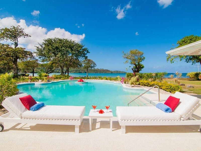 NOBLE HOUSE JAMAICA - Luxury 5 Bed Beachfront Villa in Montego Bay - Staff Inclu, holiday rental in Wiltshire