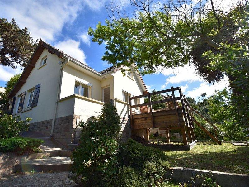 Scenic Holiday Home in Fermanville near Sea, location de vacances à Cosqueville