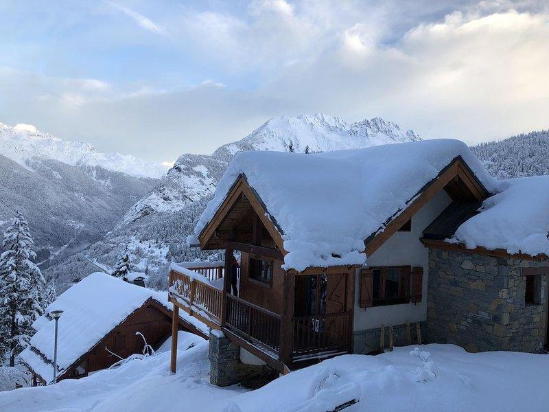 Chalet au pied des pistes , vue montagne - Oz en Oisans, domaine de Alpe d'Huez, holiday rental in Isere