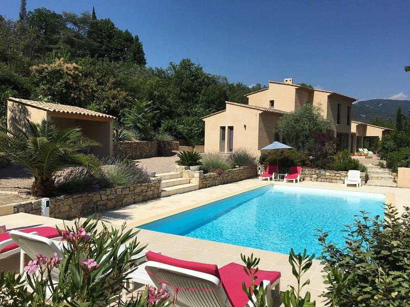 Villa  moderne d'architecte dans son écrin de verdure située à Bargemon, location de vacances à Bargemon
