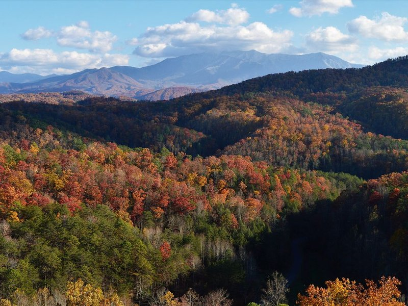 'Mountainscape Theater'- 4BR -Million $ Views in Gated Resort-YR. Round Deals, alquiler de vacaciones en Pigeon Forge