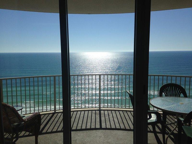 Work from the balcony overlooking the ocean-Free WIFI*indoor spa*sauna*steamroom, alquiler de vacaciones en Panama City Beach