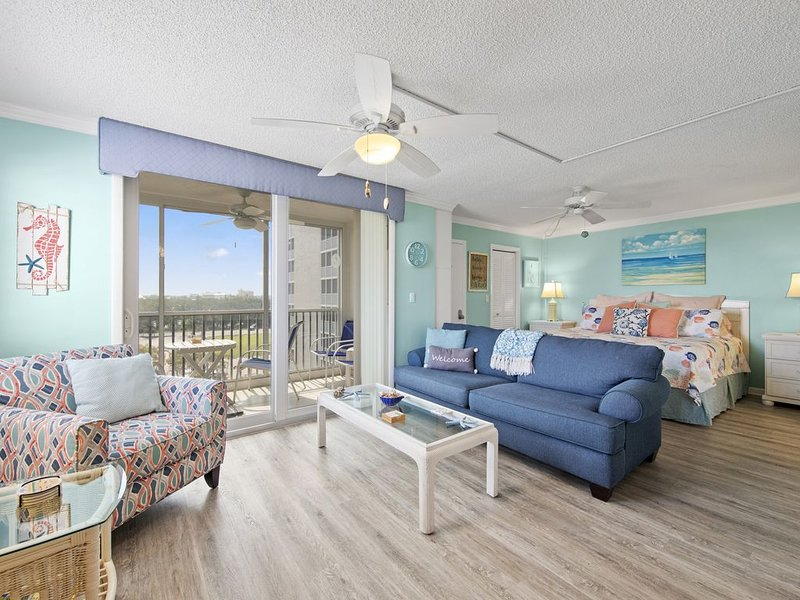 Beach Condo - Steps From Barefoot/Bonita Beach near Naples, vacation rental in Bonita Springs