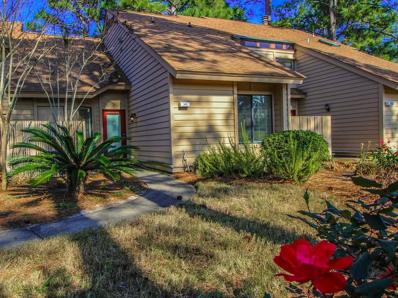 Charming 3 bedroom located in Sandestin Bayside! Book Now for Spring 2021!, location de vacances à Destin