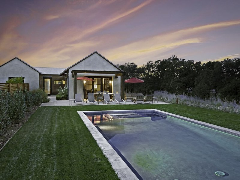 Stunning, contemporary, eco-friendly home on 2.5 acres | Heated Pool & Spa, vacation rental in Healdsburg