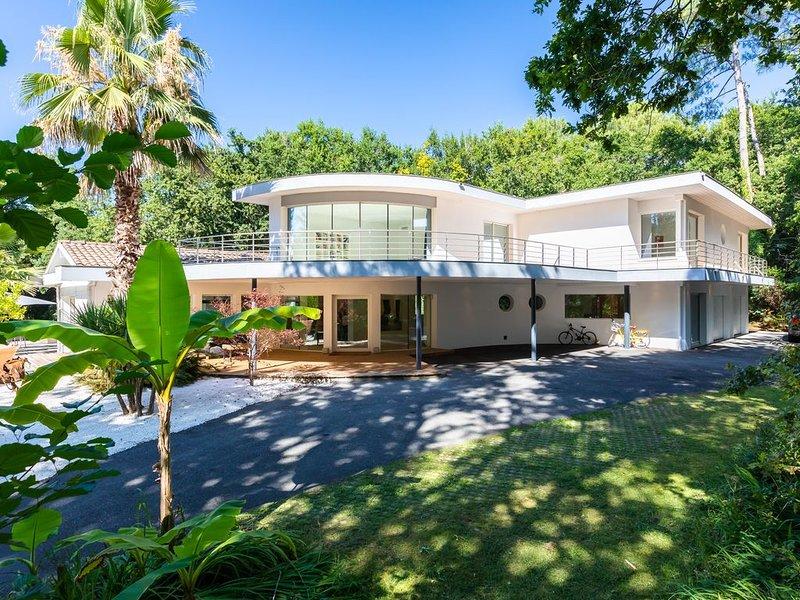 Superbe Villa d'Architecte dans un très beau parc., holiday rental in Saubion