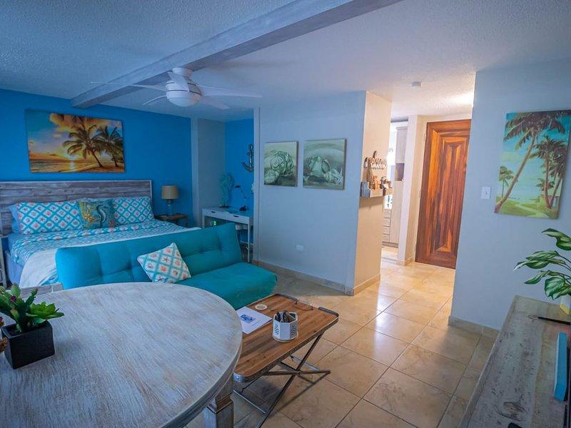 Modern Beach Apartment / Close to Airport, vacation rental in Trujillo Alto