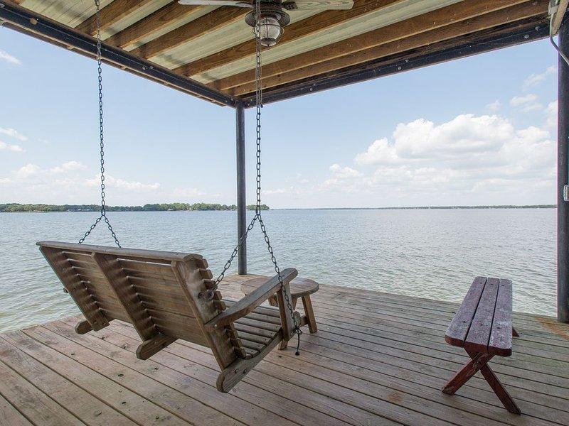 Texas Lakefront Getaway on Cedar Creek Lake Great Fishing, holiday rental in Trinidad