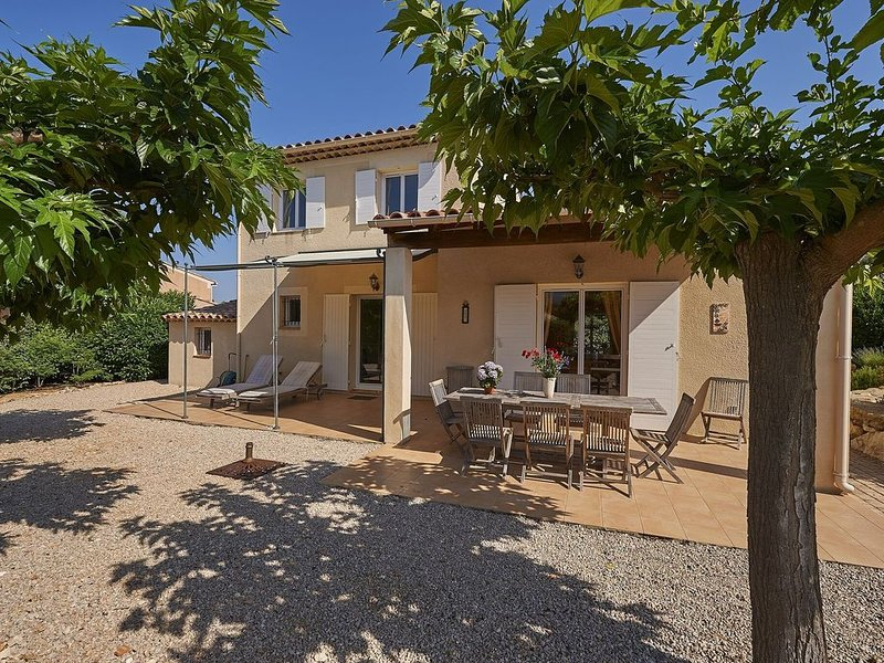 Detached villa with a dishwasher, in green surroundings, holiday rental in Nans-les-Pins
