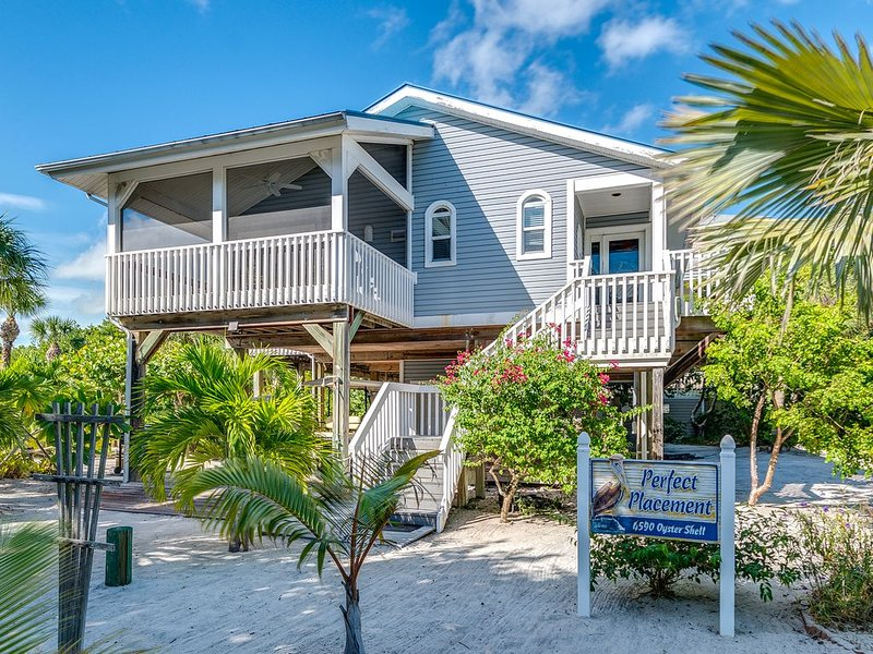 Perfect Placement, Beautiful Ocean Front Home, holiday rental in Pineland