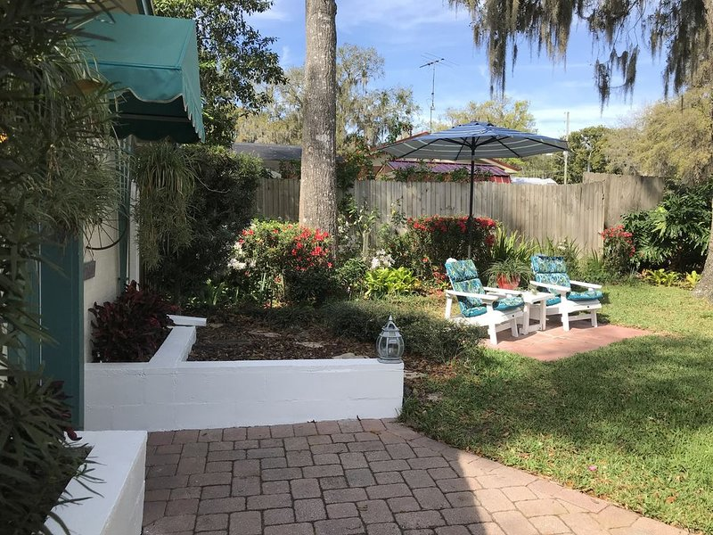 Quaint Private Cottage in Residential Mount Dora - 1 mile from down town, holiday rental in Umatilla