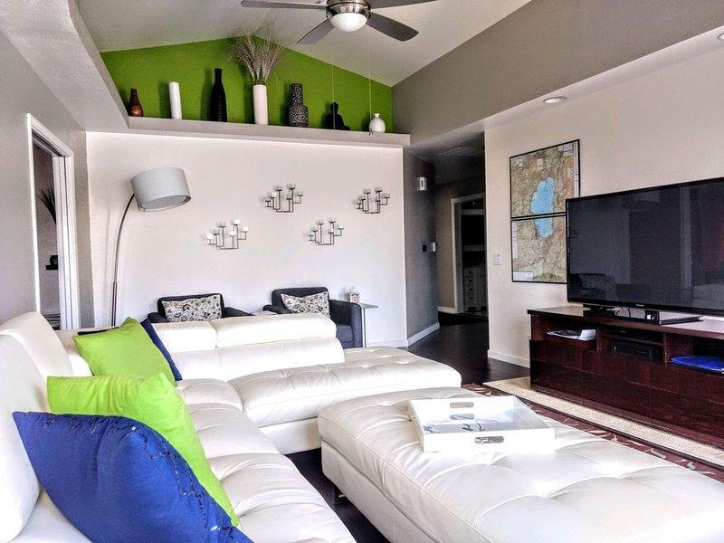 Here Is Your RENO Vacation Home - Sleeps 6, Contemporary Decor, Quiet, aluguéis de temporada em Reno