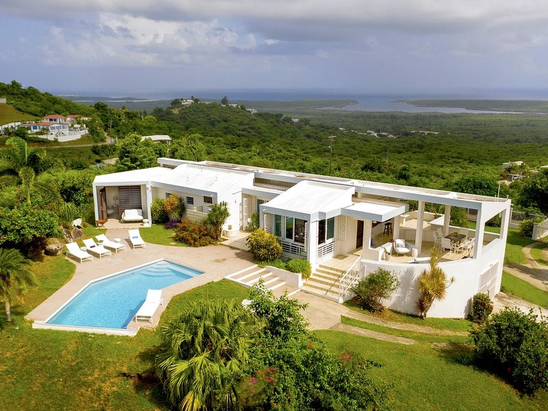 NEW LISTING 2019 Views of the Atlantic and Caribbean with pool and gentle breeze, holiday rental in Isabel Segunda