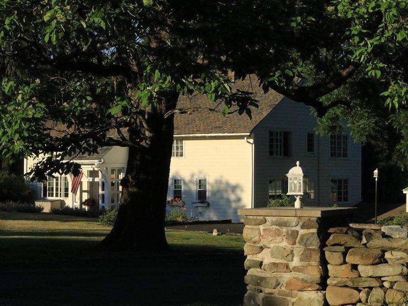 Nosso alojamento, visto da Pleasant Hill Road.