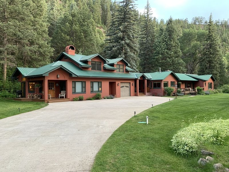 Riverfront (600 feet), 3.65 Acres, Park Like Setting - 2 Bedroom, location de vacances à Durango