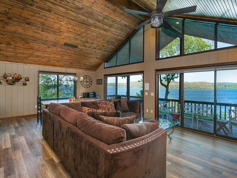 Spectacular 180° Views From Lakefront Beaver Point Lodge on Stunning Beaver Lake, vacation rental in Garfield