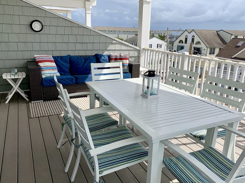 Perfect place to get away around the holidays. Get the whole family under 1 roof, holiday rental in Sea Isle City