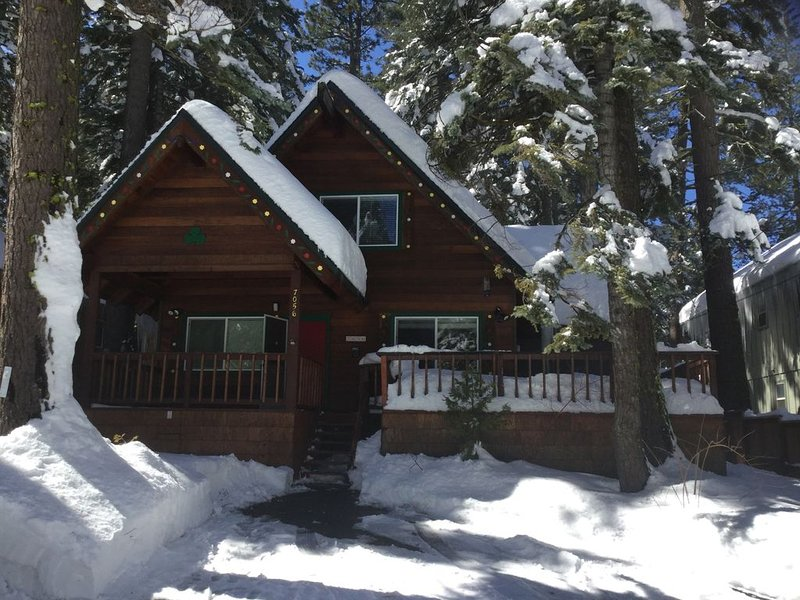 """WINTER HAS ARRIVED! TIME TO HEAD TO THE SHAMROCK CHALET!"", vacation rental in Tahoma"