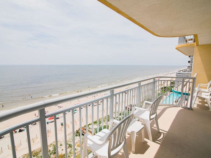 Last Minute Rate, Direct Oceanfront 4BR/3BA, Sleep 16, Central Location, holiday rental in Myrtle Beach