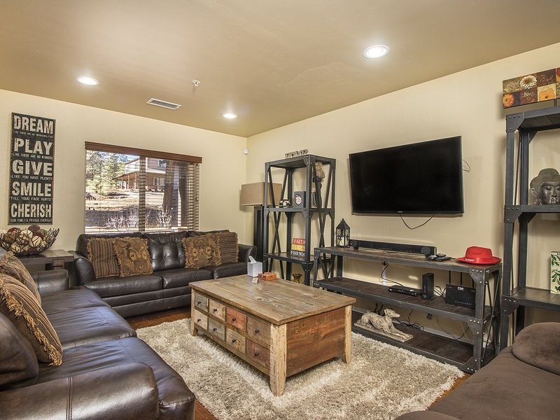 FREE WIFI, bbq, fire pit, sleeps 10, stocked kitchen and XTRAS!, vacation rental in Flagstaff