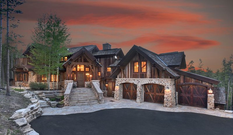 Walk to Mid Station Gondola in this Luxurious Colorado Mountain Chateau, vacation rental in Breckenridge
