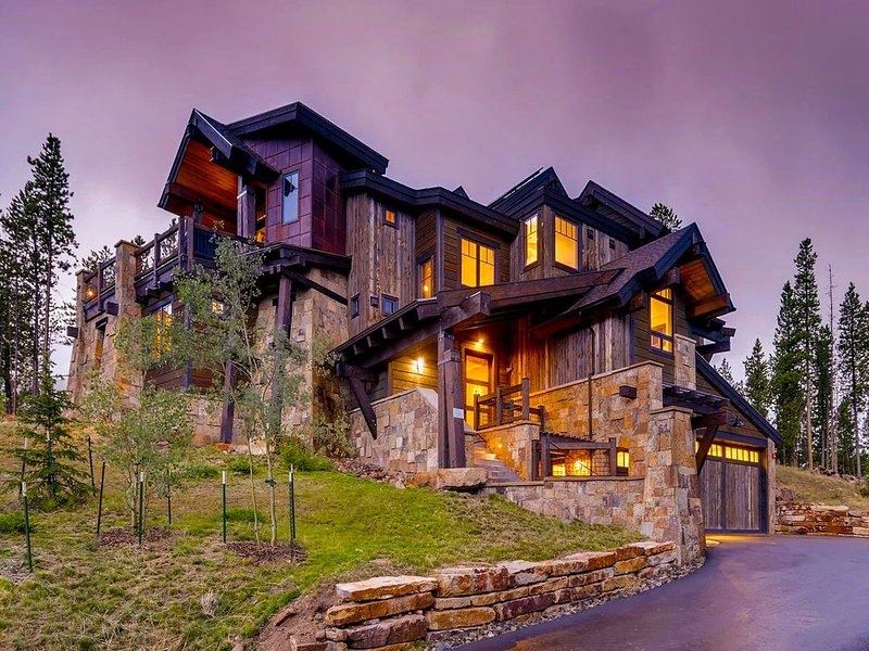 Luxurious Elegance & High End Amenities minutes from the mid-station Gondola, vacation rental in Breckenridge