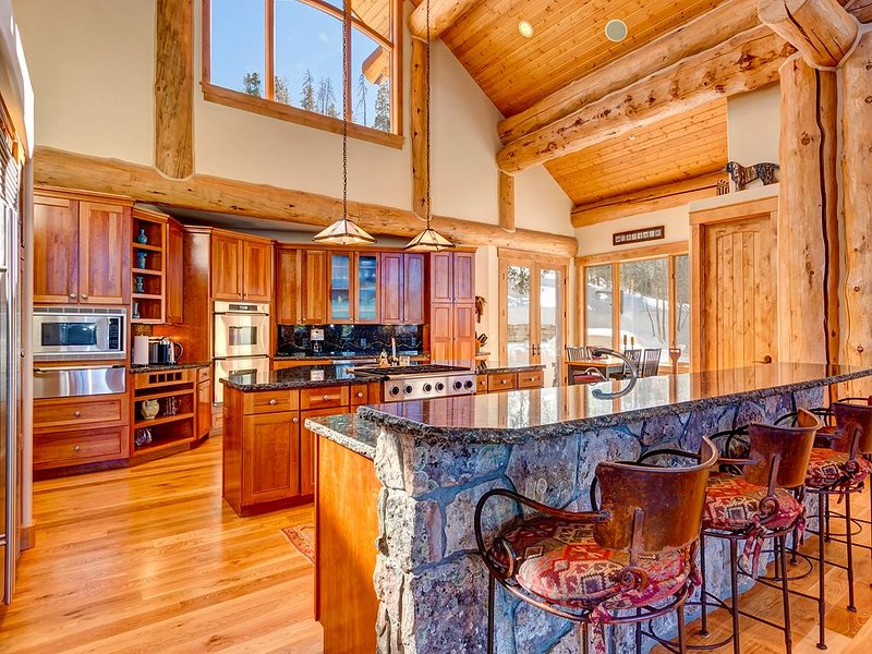 Award Winning Custom Log Home Featuring Stunning Views & High End Finishes, vacation rental in Breckenridge