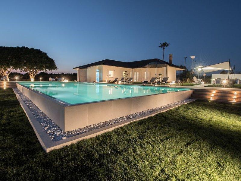 Fantastica villa con piscina e vista panoramica a pochi chilometri dal mare e da, location de vacances à Ispica