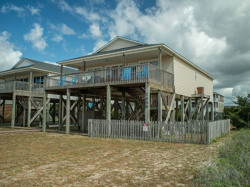 Reel Nice: 2nd Row Gem, Beach and Pier View from Balcony!, location de vacances à Oak Island