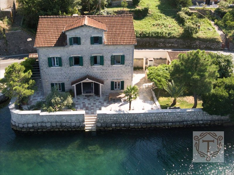 Seafront Villa TOMA 10 sleeps, holiday rental in Herceg-Novi Municipality