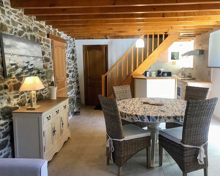 Spacieux logement de charme pour 4 personnes, location de vacances à Saint-Quay-Portrieux