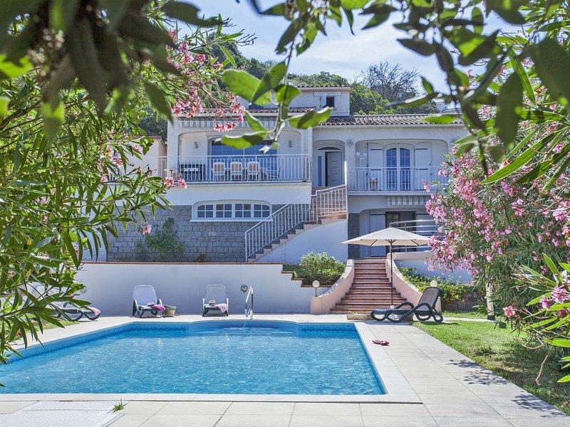 Isolella maison avec vue mer; piscine ;14 pers, plage de Stagnola à 200m, location de vacances à Pietrosella