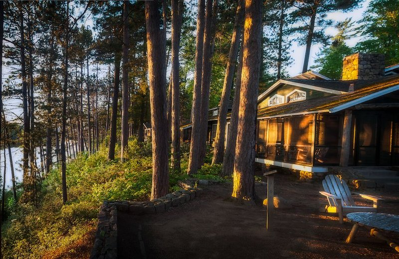 Stay In Mrs. Coolidge's Cabin At Historic White Pine Camp, holiday rental in Vermontville