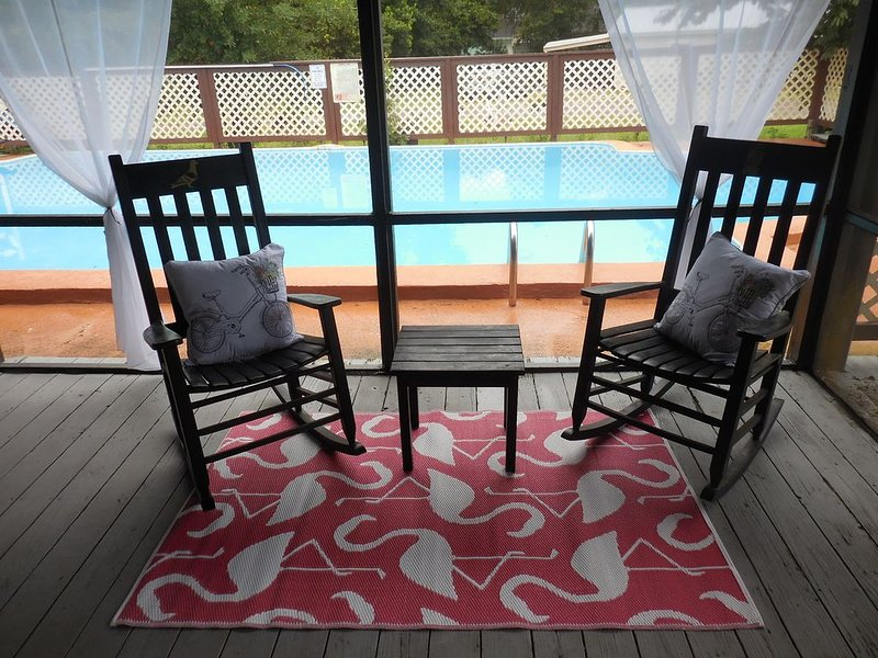St. Augustine 4 bed/2 bath sleeps 8, pool. Great for families and nature lovers., holiday rental in Palatka