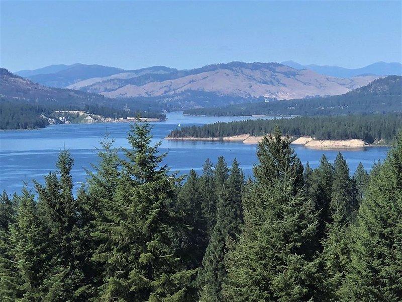Pristine Trailer Overlooking Lake Roosevelt, aluguéis de temporada em Kettle Falls