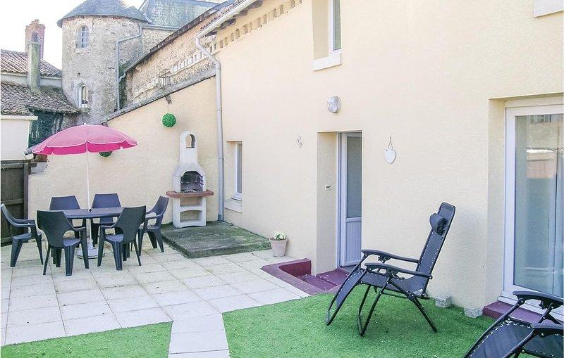 3 Zimmer Unterkunft in Mouilleron St. Germain, holiday rental in Montournais