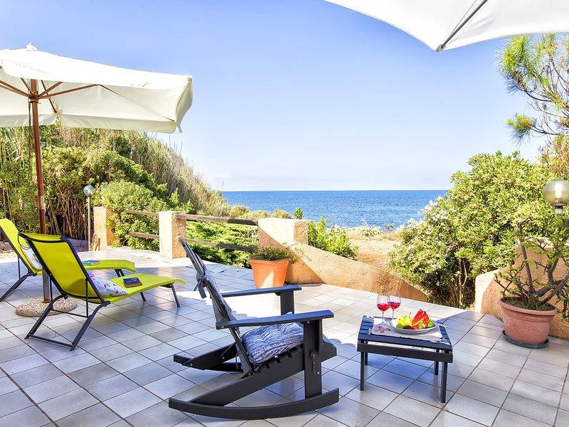Villa sulla riva della marina di Sorso, 3 camere, veranda sul mare, giardino, holiday rental in Nulvi