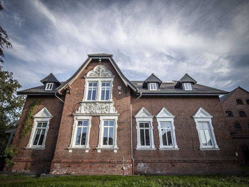 Ferienwohnung Maya in historischer Villa 'Nordlicht'. Eine Idylle für alle Alle!, location de vacances à Stadland