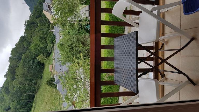Duplex idealement situé  avec vue sur Pyrénées, vacation rental in Saint-Lary-Soulan