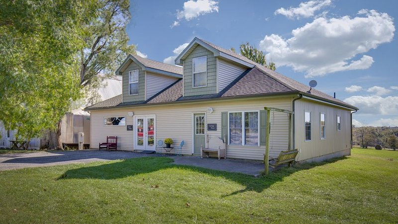 Home Inn Hamilton Estate, 15 Country Acres With 2 Ponds, holiday rental in Hamilton